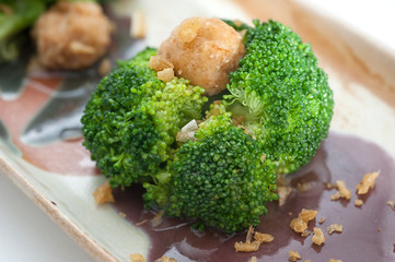 Steamed broccoli with crab meat