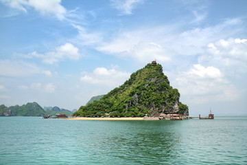 Tropical island - Halong Bay - Vietnam