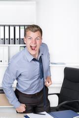 Wütender Mann im Büro