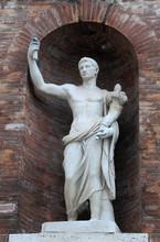 Medieval Statue à Rome