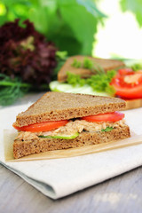 Sandwich with multigrain bread, tuna fish, tomatoes