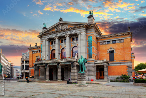 canvas print picture Oslo national theatre, Norway