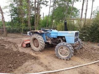 Vecchio trattore agricolo