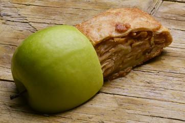 Apfelstrudel فطيرة ملفوفة محشوة بالتفاح  Apple strudel