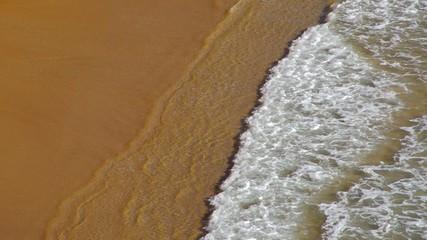 Strand mit Wellen vid 25