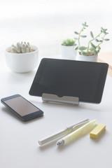 Smartphone, Tablet PC, Pen, Plants