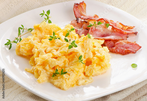 Fotobehang Egg Scrambled eggs and bacon