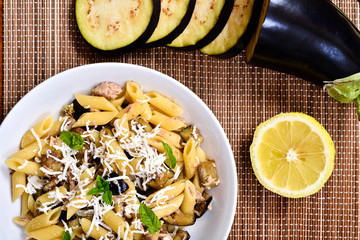 Pasta with eggplant, tuna and mint