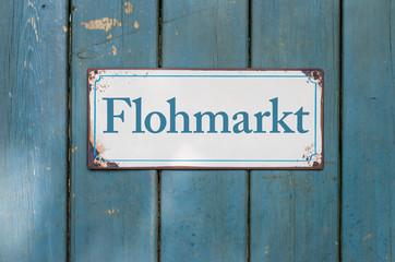 Altes Blechschild mit Aufschrift Flohmarkt