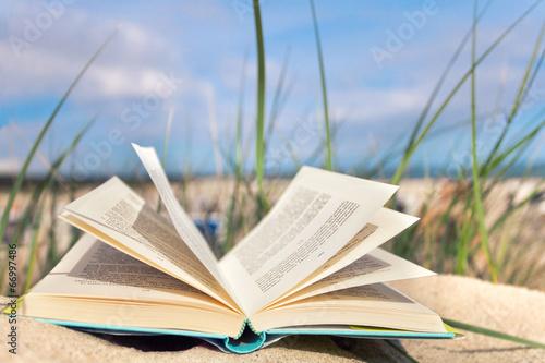 Leinwanddruck Bild Zeit zum Lesen - Urlaub