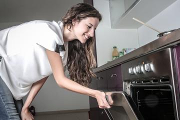 control the oven's temperature