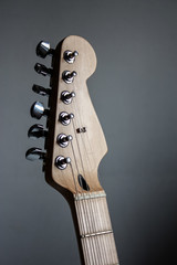 Electric guitar head stock