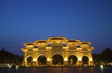 front gate of chiang kai-shek memorial hall