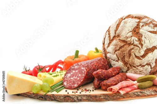 Köstliche Brettljause mit Bauernbrot