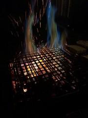 i colori del barbecue acceso