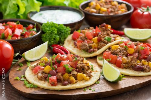 Mexican cuisine - tortillas with chili con carne, tomato salsa - 67027001