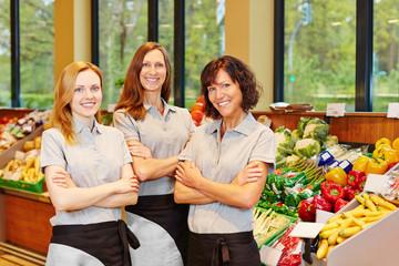 Gruppe von Frauen im Supermarkt