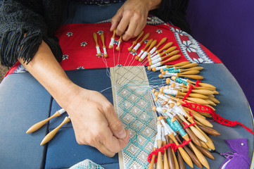 Making bobbin lace