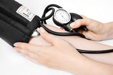 Doctor uses a sphygmomanometer