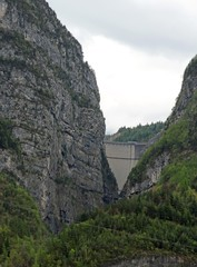 vajont Dam as seen from the town of Longarone 2