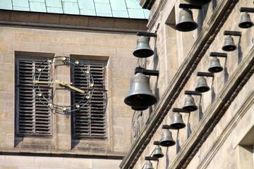 Glocken des Hochzeitshauses mit Kirchturmuhr