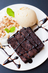 chocolate brownie with ice cream vanilla