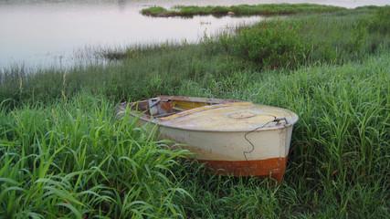 Брошенная лодка