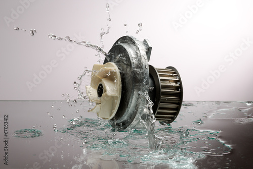 Auto parts, engine cooling pump in spurts of water. - 67053412