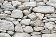 Gartenmauer: Trockenmauer aus Stein als Hintergrund