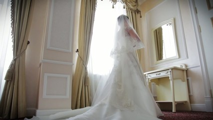 bride waiting in  hotel