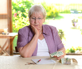 female senior is calculating her budget
