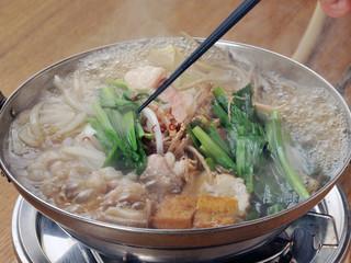 モツ鍋とお箸-1