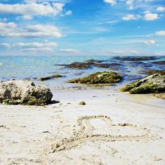 Erinnerung an Urlaubsliebe: Herz in Sand :)