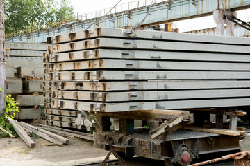 Handling of concrete slabs on a railway platform
