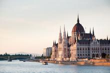 le bâtiment du parlement à Budapest