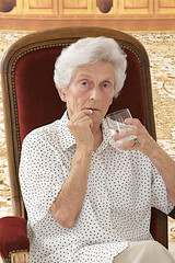 Senior femme,- automédication
