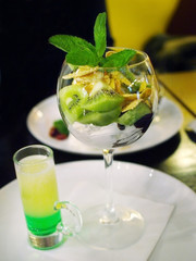 "cocktail ""green mexican"" with dessert"