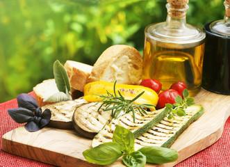 Gegrilltes Gemüse mit Öl und Essig