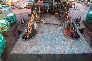 Altes Zahnradgetriebe auf einem Wasserschiff