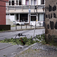 abgerissene straßenbahn oberleitung