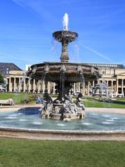 Stuttgart, Brunnen auf dem Schlossplatz (Juli 2014)