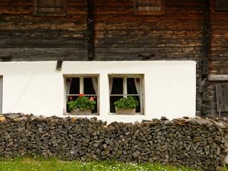 Hauswand im Bergbauernhaus