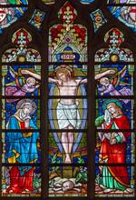 Bruges - Crucifixion sur vitre dans la cathédrale Saint-Sauveur