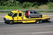 Leinwandbild Motiv Abschleppwagen mit PKW