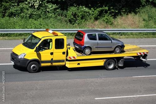Abschleppwagen mit PKW - 67097811
