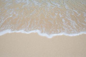 沖縄の海・砂浜の波