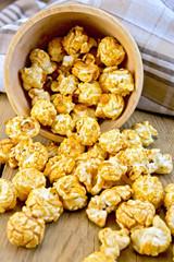 Popcorn caramel on board in bowl with napkin