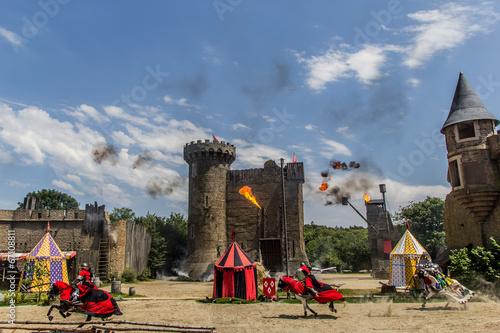 Les Chevaliers et l'attaque du château du Puy du Fou - 67108811