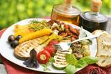 Antipasti mit Olivenöl und Balsamico