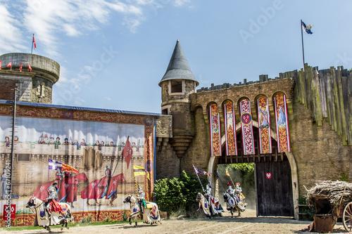 Papiers peints Attraction parc Les Chevaliers et le château du Puy du Fou